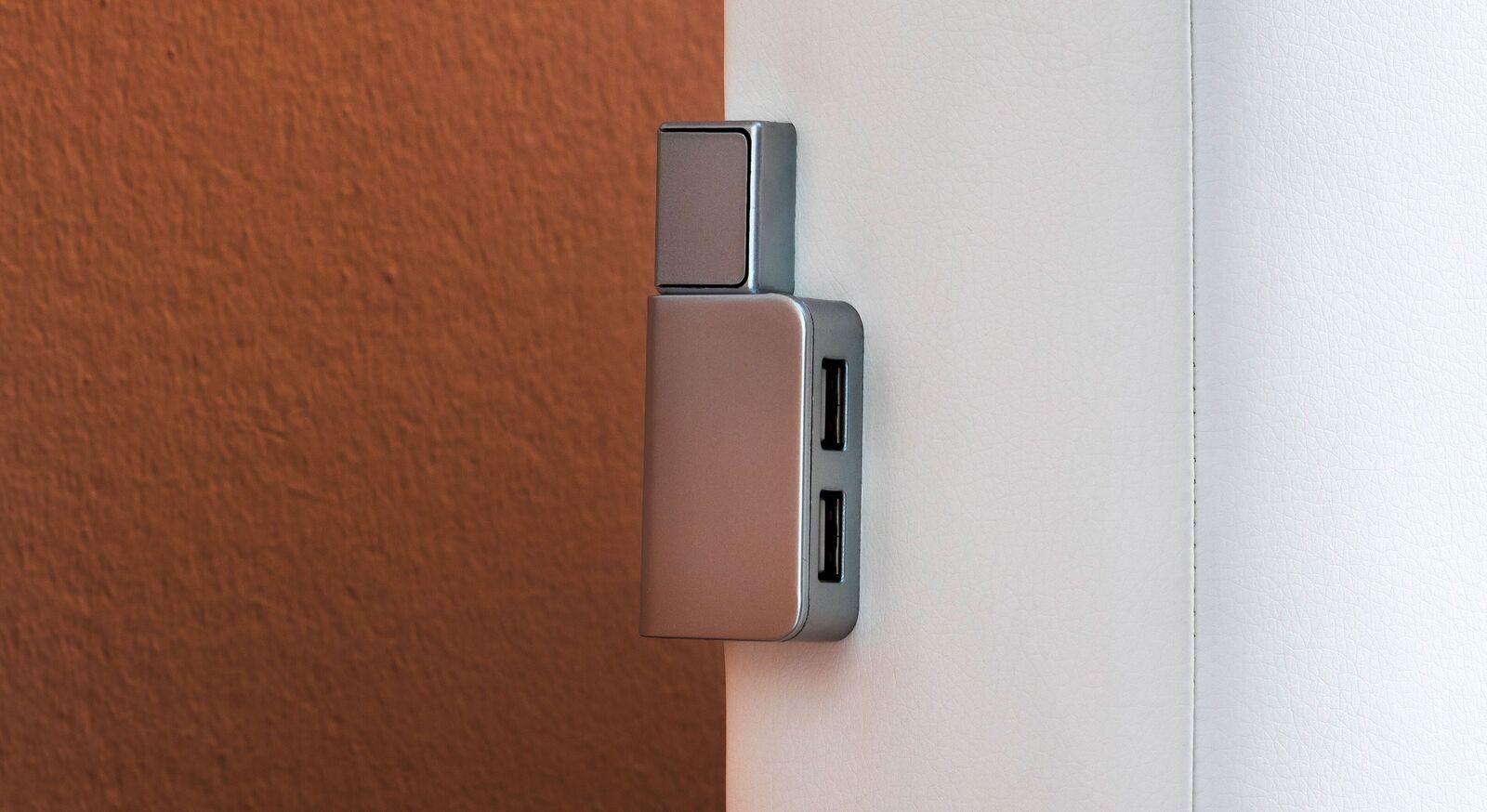 Bettkasten-Boxspringbett Iniko mit Lichtschalter und USB-Anschlüssen