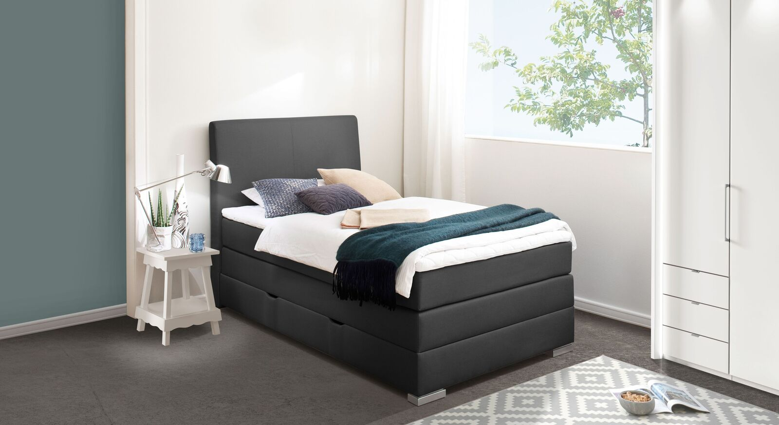 Bettkasten-Boxspringbett Ivetta mit passenden Möbeln