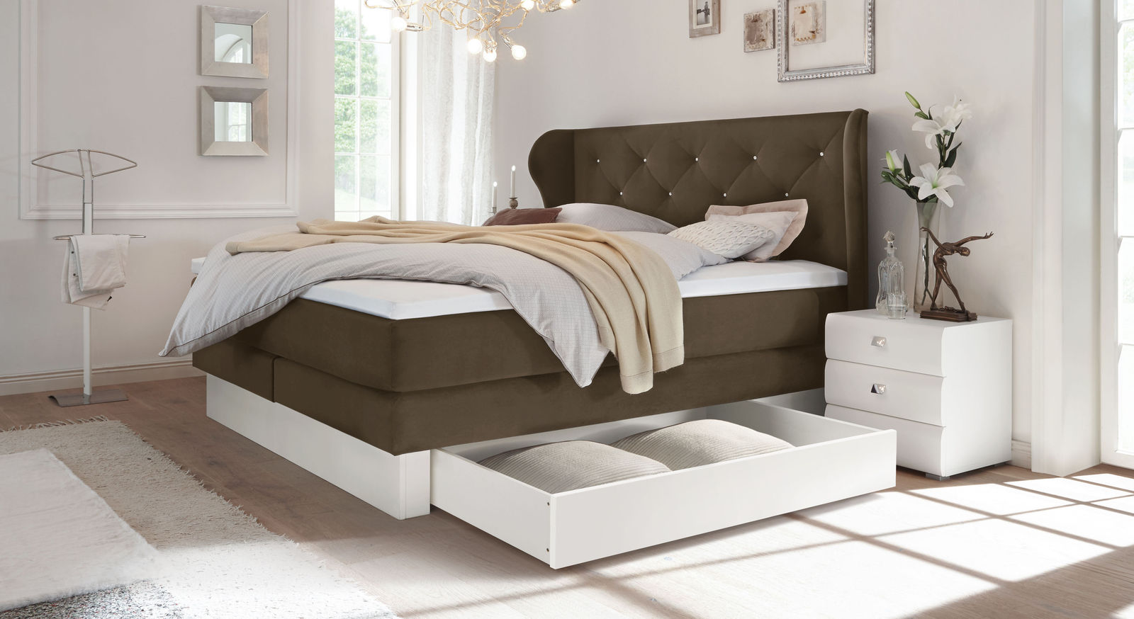 schubkasten boxspringbett samtbezug mit swarovskisteinen belica. Black Bedroom Furniture Sets. Home Design Ideas