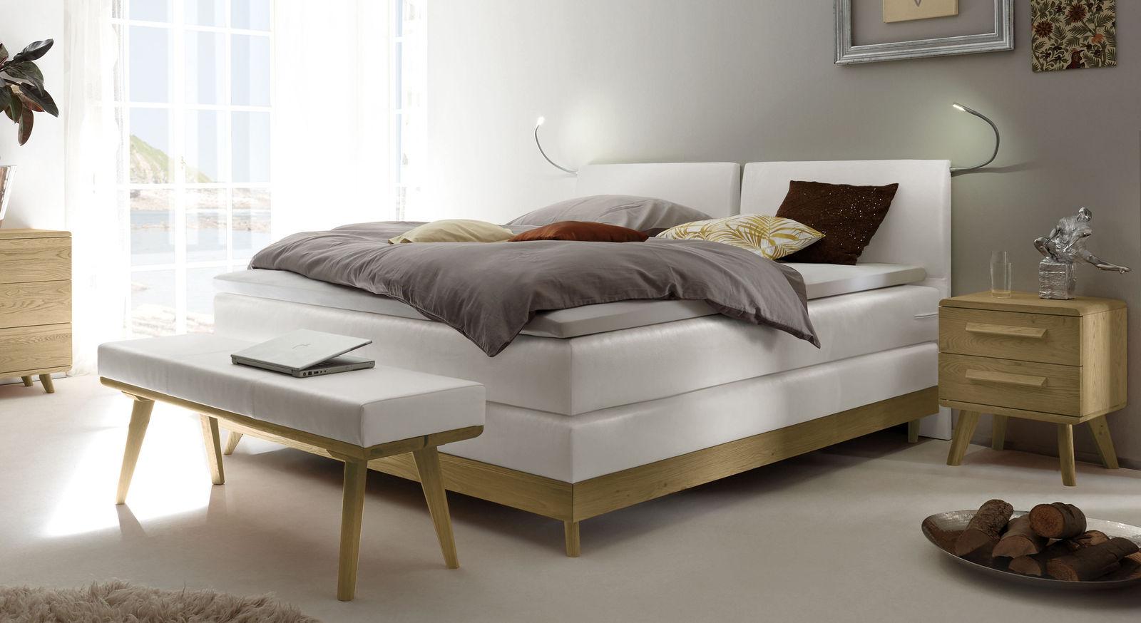 boxspringbett im mid century stil mit gew blten kopfteil. Black Bedroom Furniture Sets. Home Design Ideas