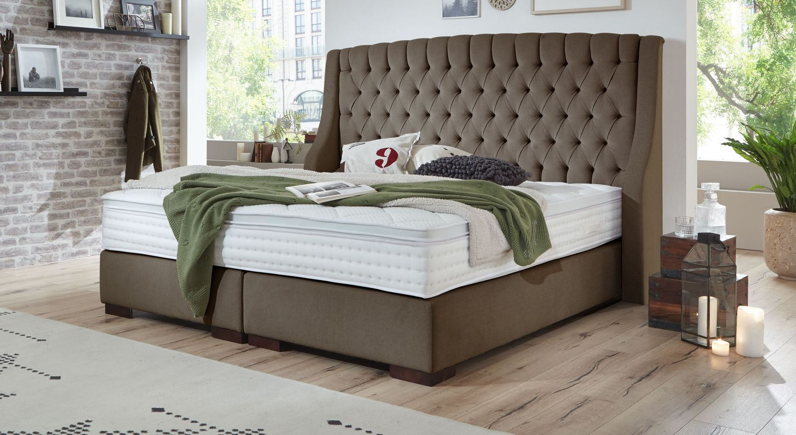 Boxspringbett Bridgeport aus moccafarbenem Velours-Webstoff