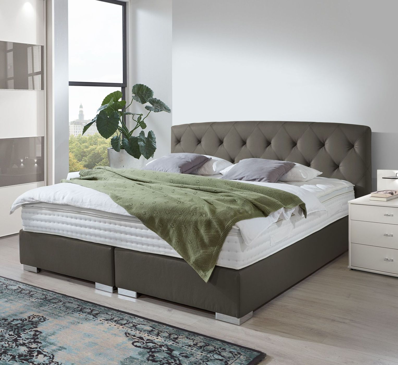boxspringbett in chesterfield optik made in germany. Black Bedroom Furniture Sets. Home Design Ideas