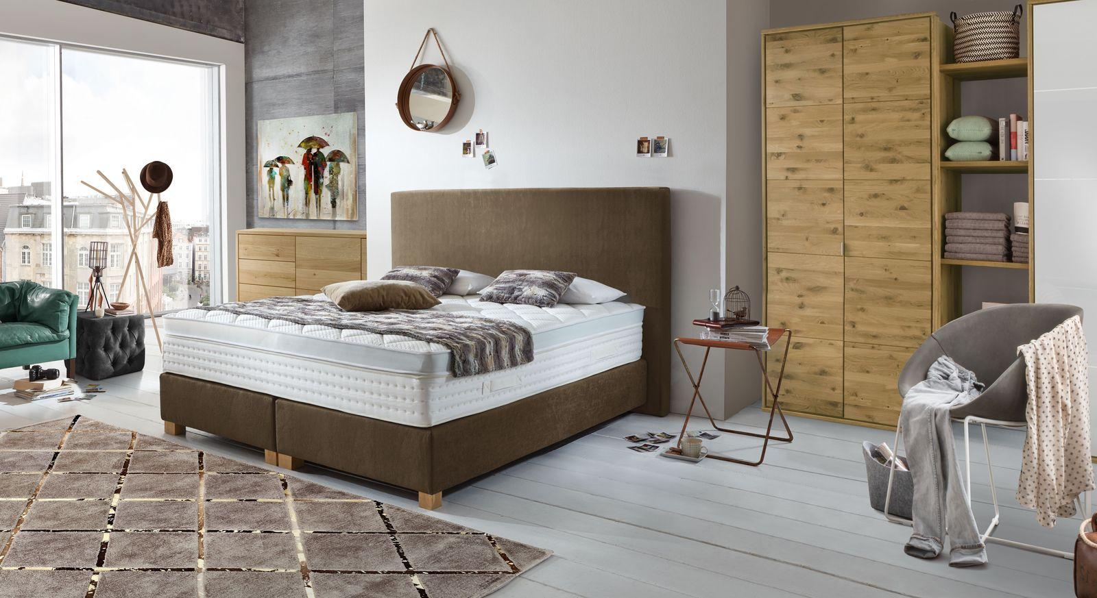 Boxspringbett Independence mit passenden Schlafzimmermöbeln