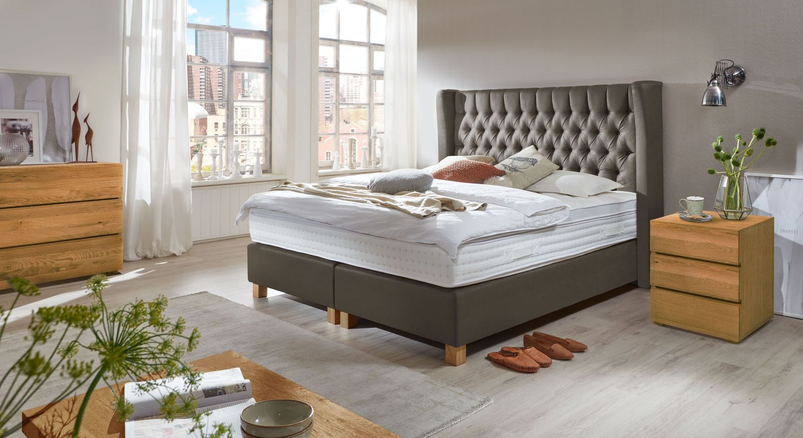 Luxus-Boxspringbett McAllen mit Chesterfield-Steppung