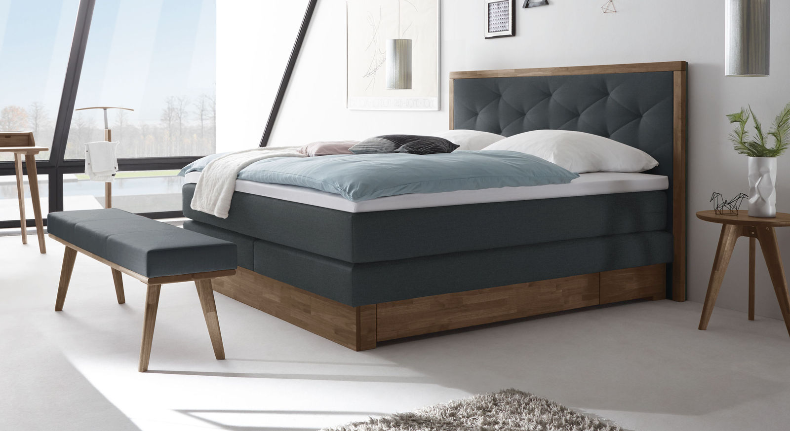 boxspringbett mit schubladen in nussbaum massiv moroni. Black Bedroom Furniture Sets. Home Design Ideas