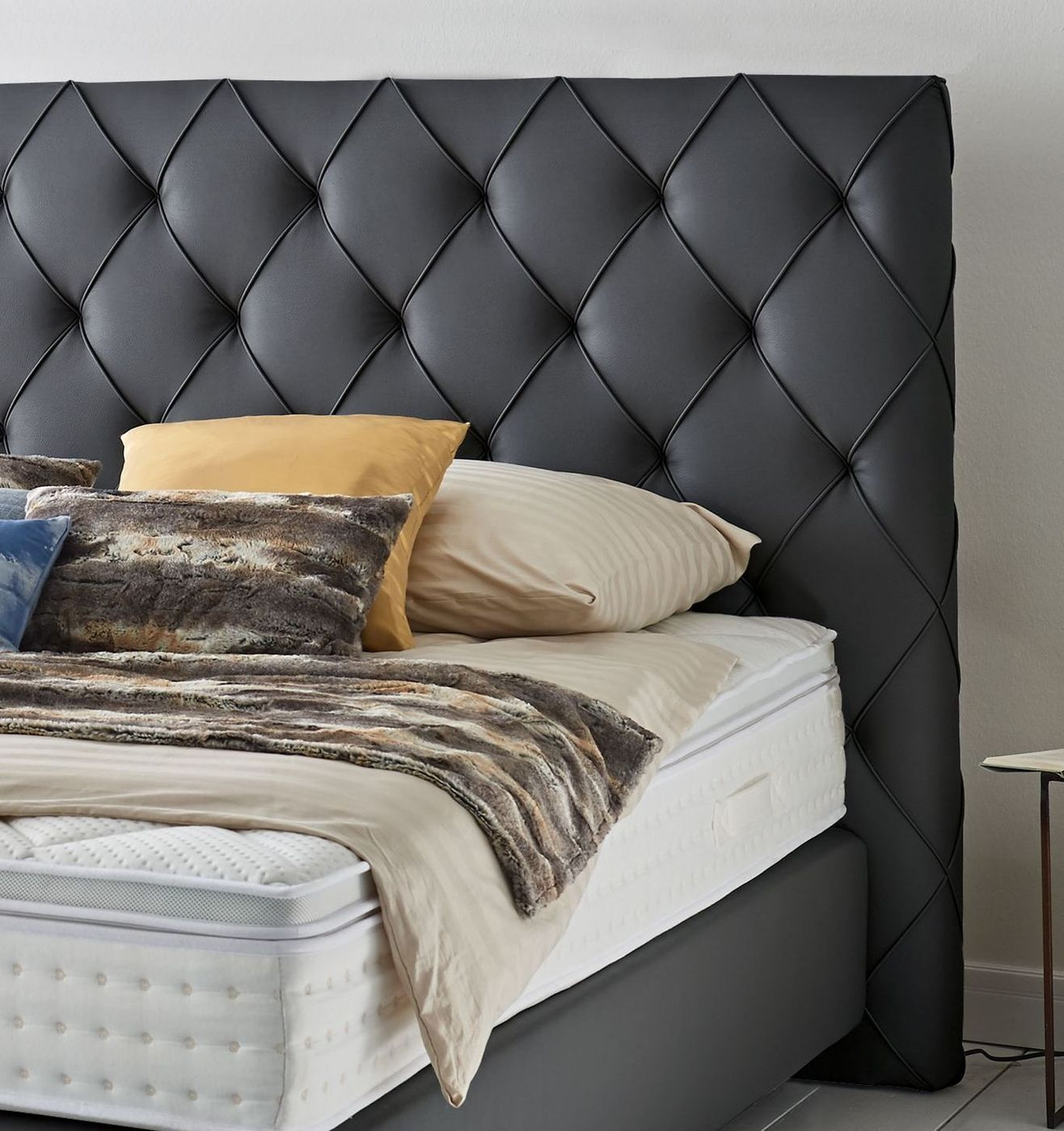empire select boxspringbett moderner chesterfield look overland. Black Bedroom Furniture Sets. Home Design Ideas