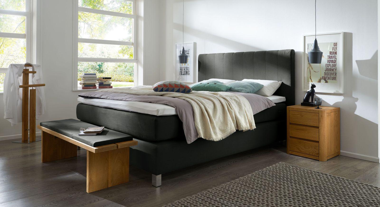 Boxspringbett Paguera mit passenden Schlafzimmer-Accessoires