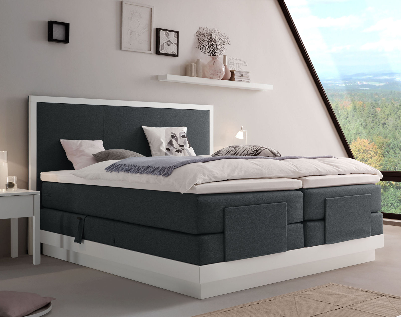 modernes boxspringbett mit motor und wei em buchensockel pando. Black Bedroom Furniture Sets. Home Design Ideas
