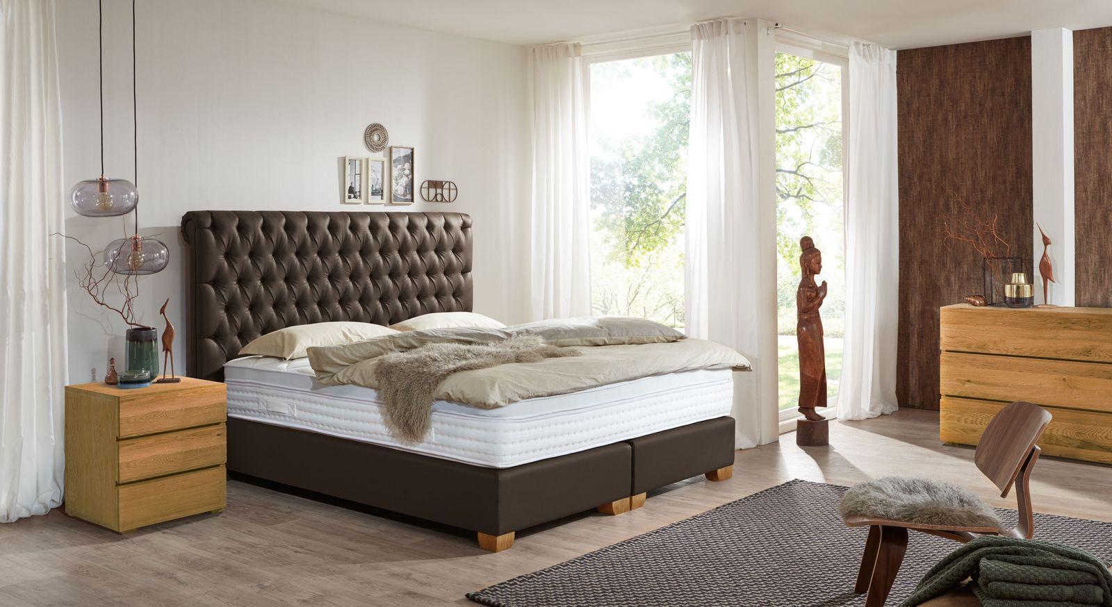 Hochwertiges Boxspringbett Providence mit passenden Schlafzimmermöbeln