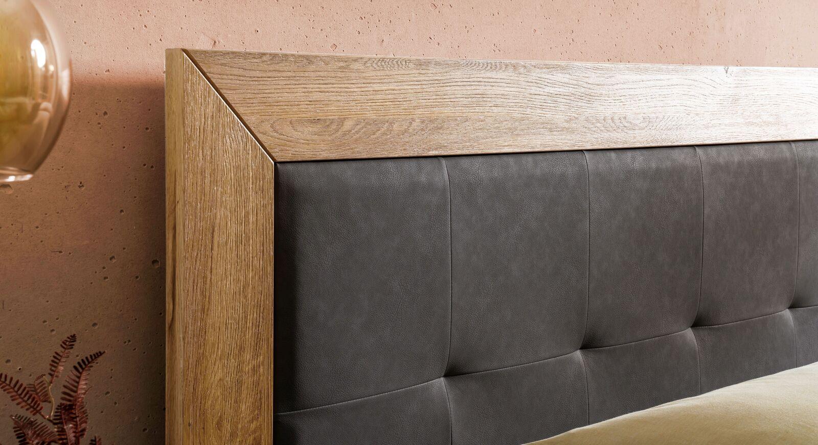 Boxspringbett Solberg mit Rahmen aus Wildeichenholz