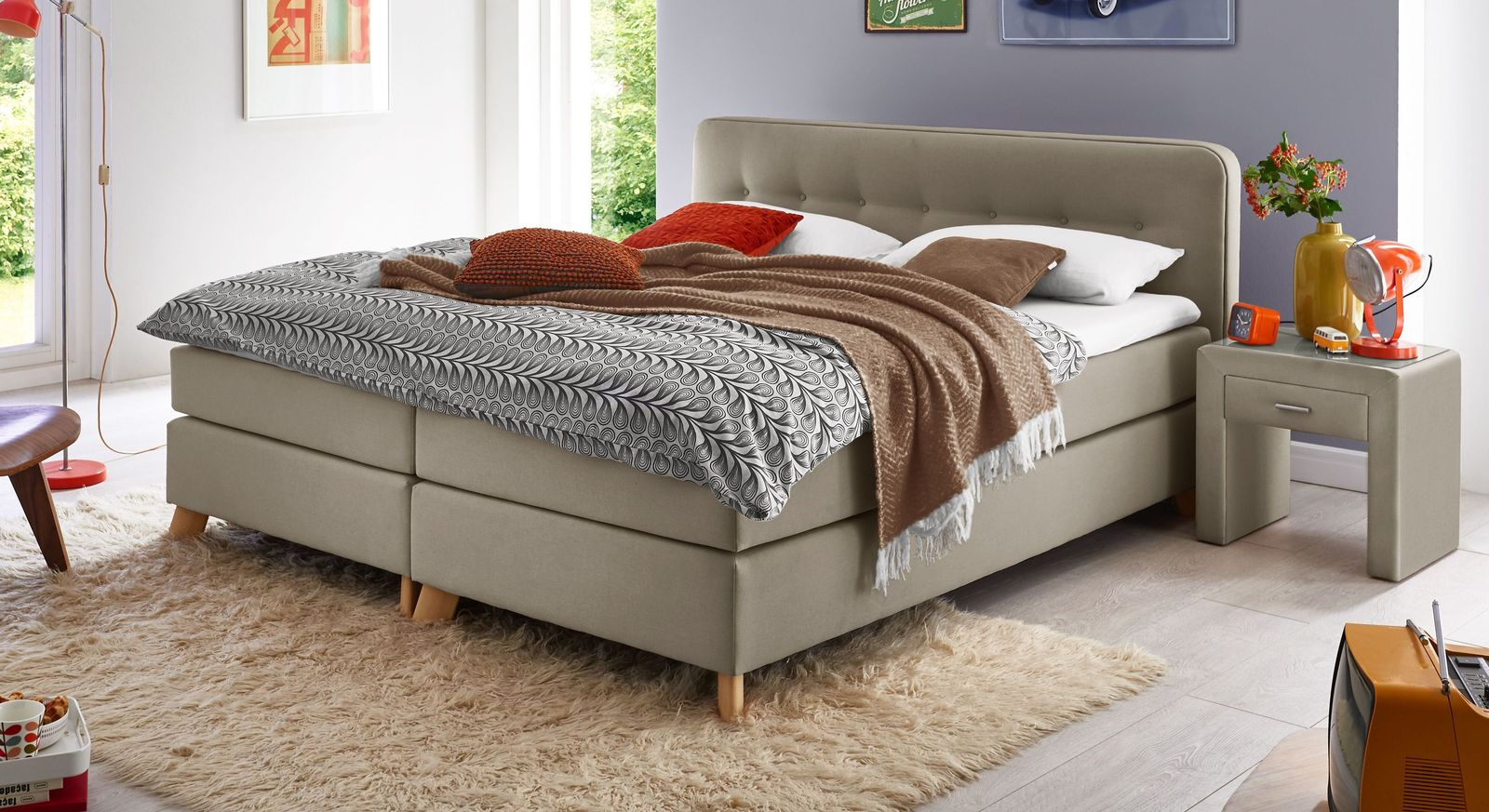 Taupefarbenes Boxspringbett Summerford in modernem Design