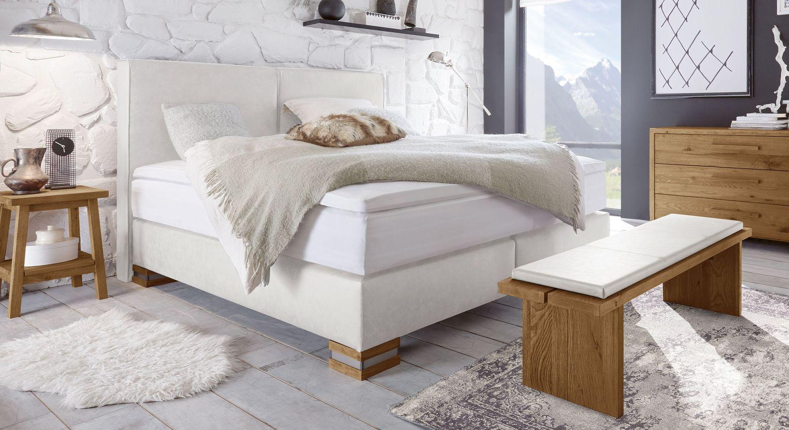 Boxspringbett Tholen aus weißem Kunstleder und naturfarbener Wildeiche