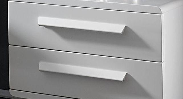 Winkelgriffe für Nachttische aus weiß deckender Buche