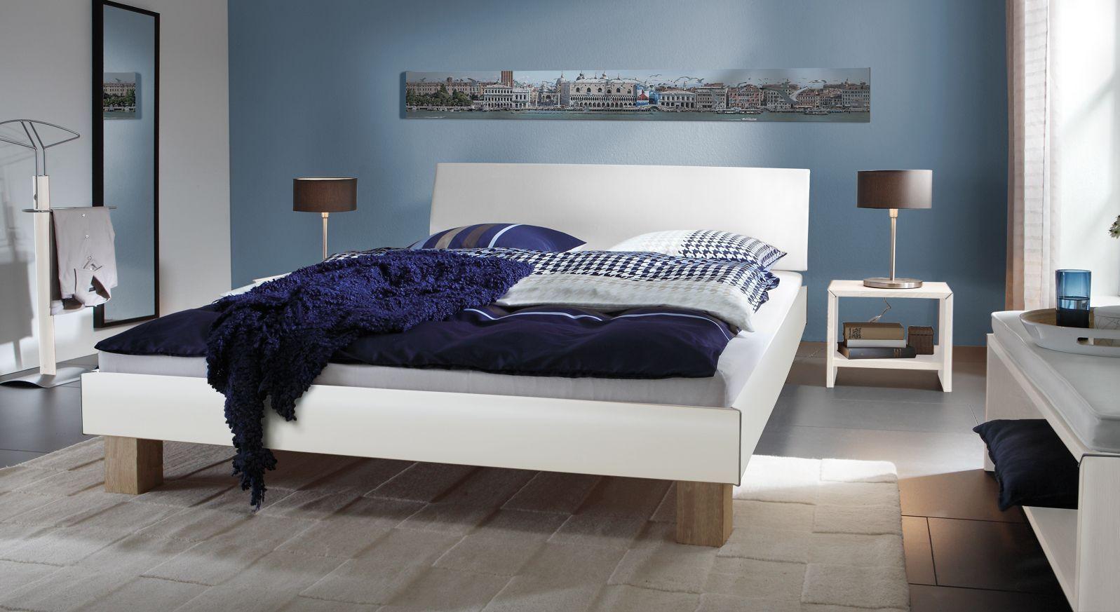 Doppelbett Benevento in Weiß mit 20cm Füßen in Eiche sägerau
