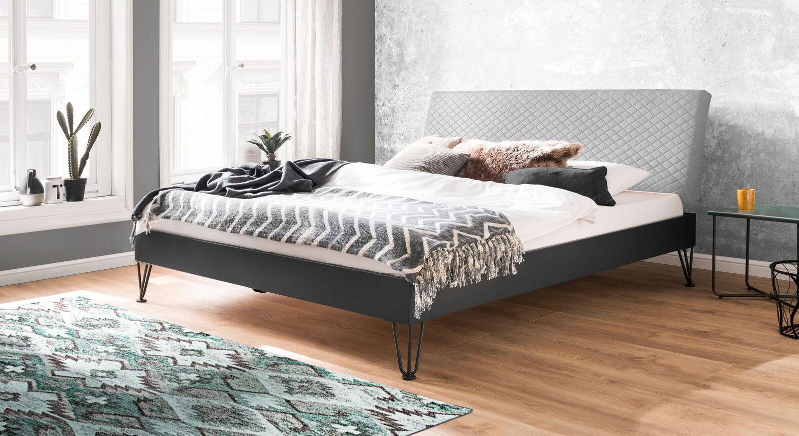 Doppelbett Vegeta mit graubeigem Kopfteil