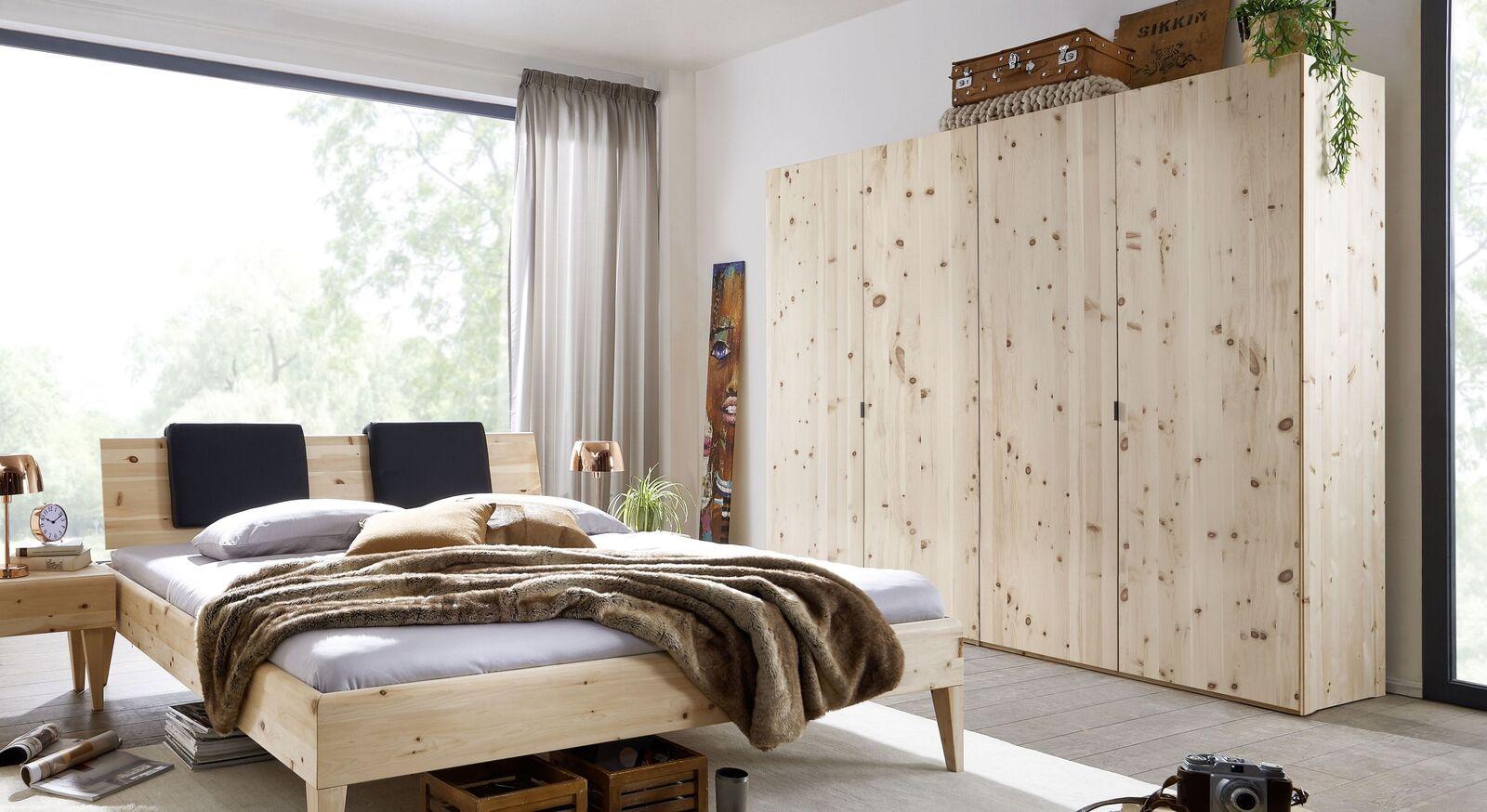 Drehtüren-Kleiderschrank Alistra aus natürlichem Zirbenholz
