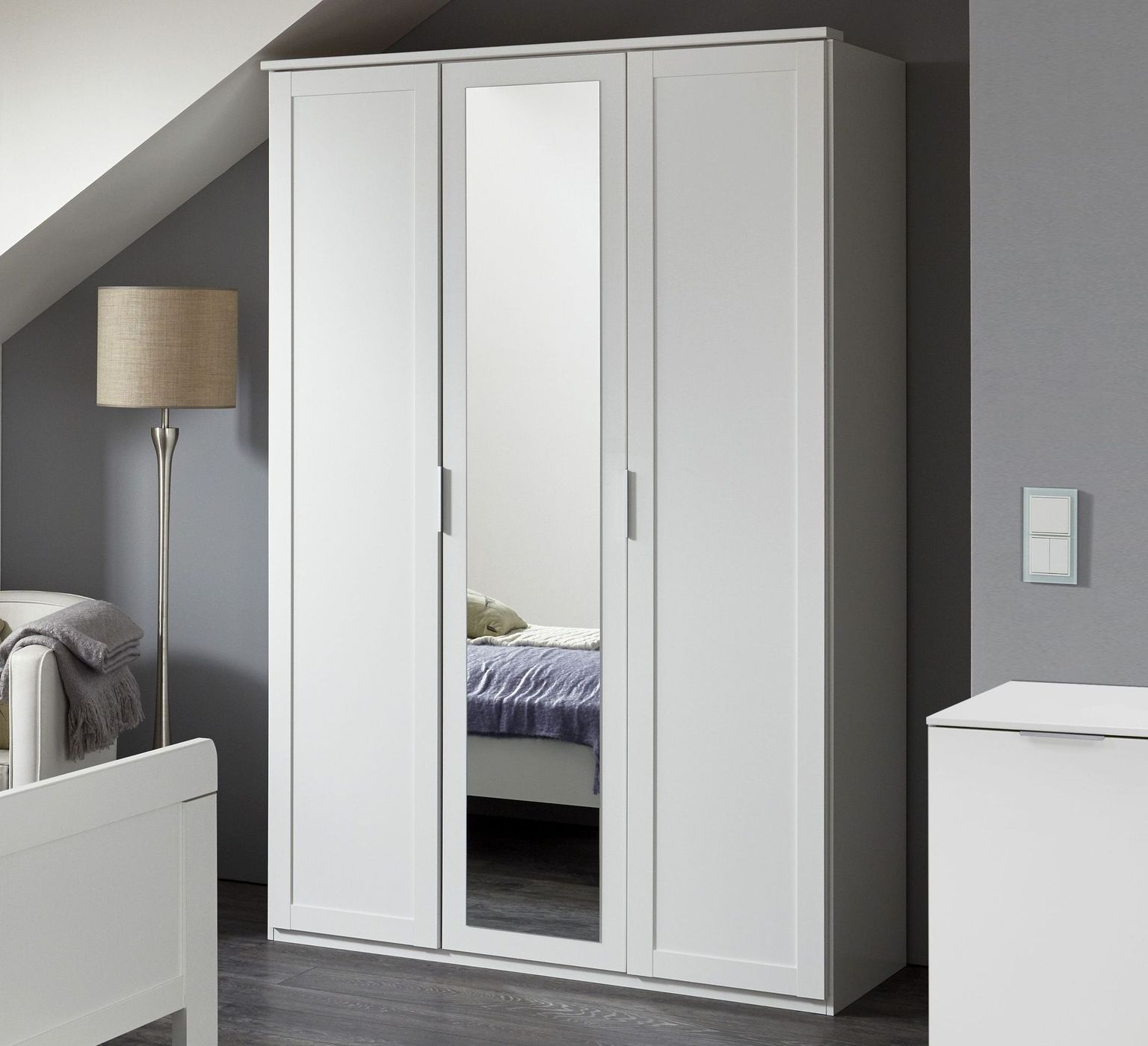 kleiderschrank spiegel modern, kleiderschrank in weiß z. b. als 3-türer mit spiegel - aradeo, Design ideen