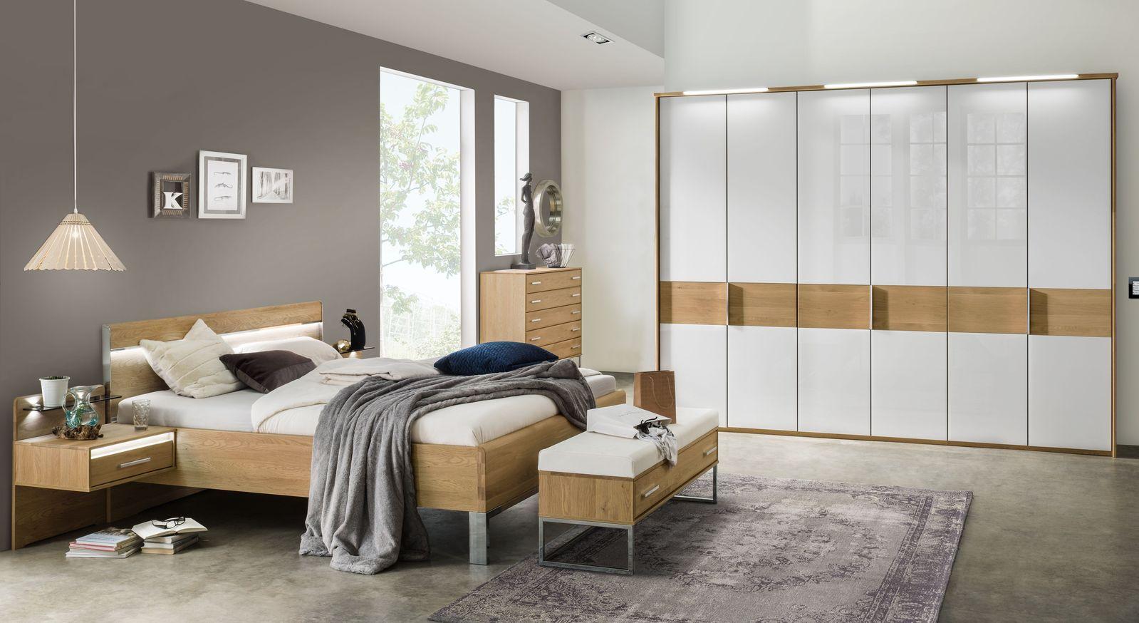 Drehtüren-Kleiderschrank Chipperfield mit passender Schlafzimmer-Ausstattung