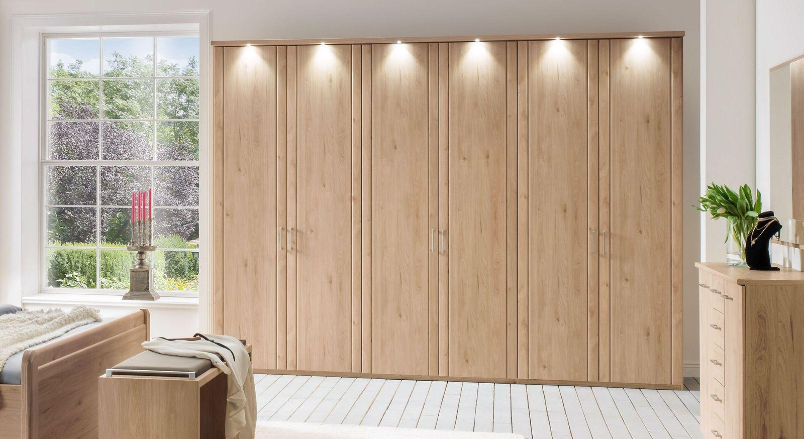 Drehtüren-Kleiderschrank Herdorf mit sparsamer LED-Beleuchtung