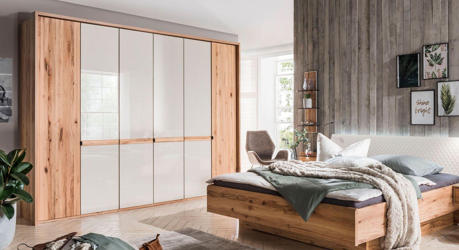 Drehtüren-Kleiderschrank Leandra mit hochwertigen Glastüren