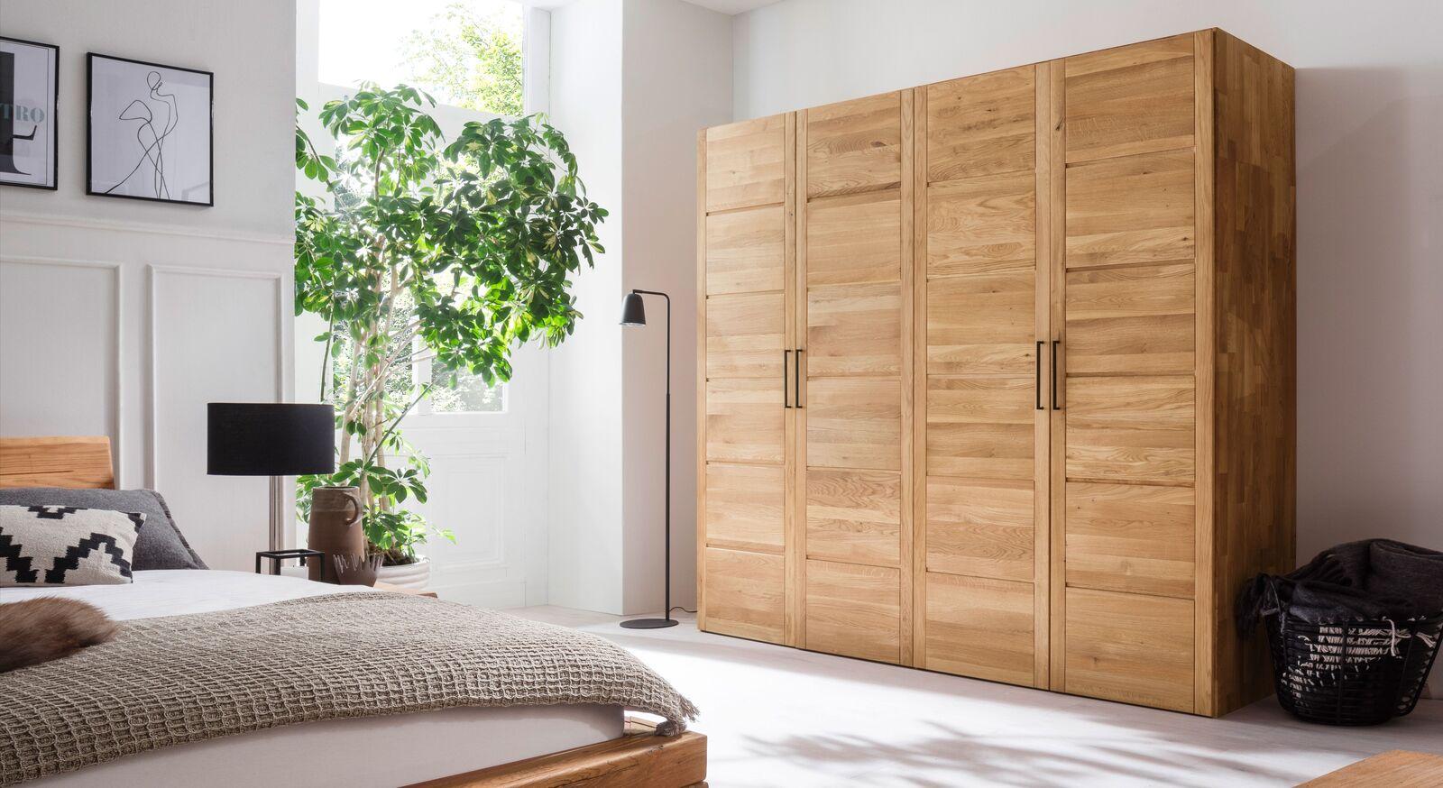 Drehtüren-Kleiderschrank Listra aus massivem Holz
