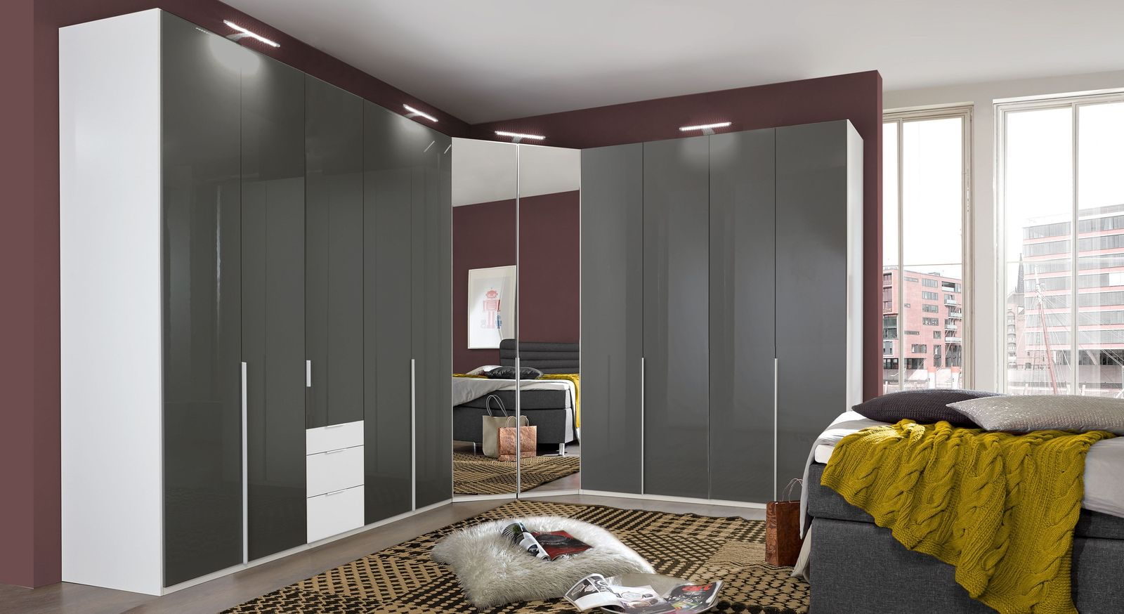 eck kleiderschrank zweifarbig mit glas spiegelt ren. Black Bedroom Furniture Sets. Home Design Ideas