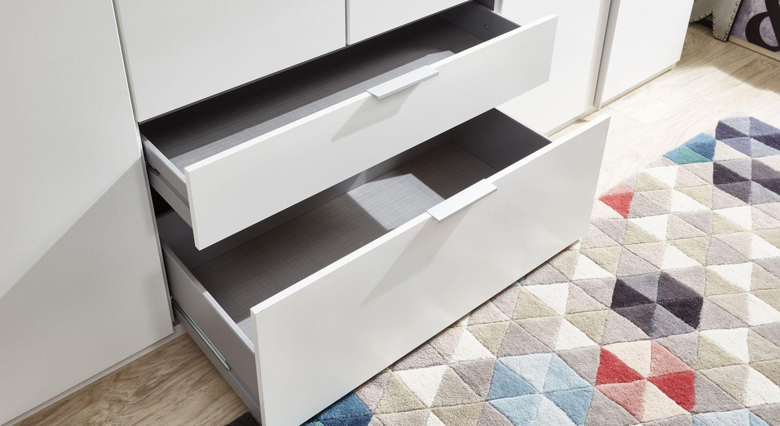Eck-Kleiderschrank mit praktischen Schubladen