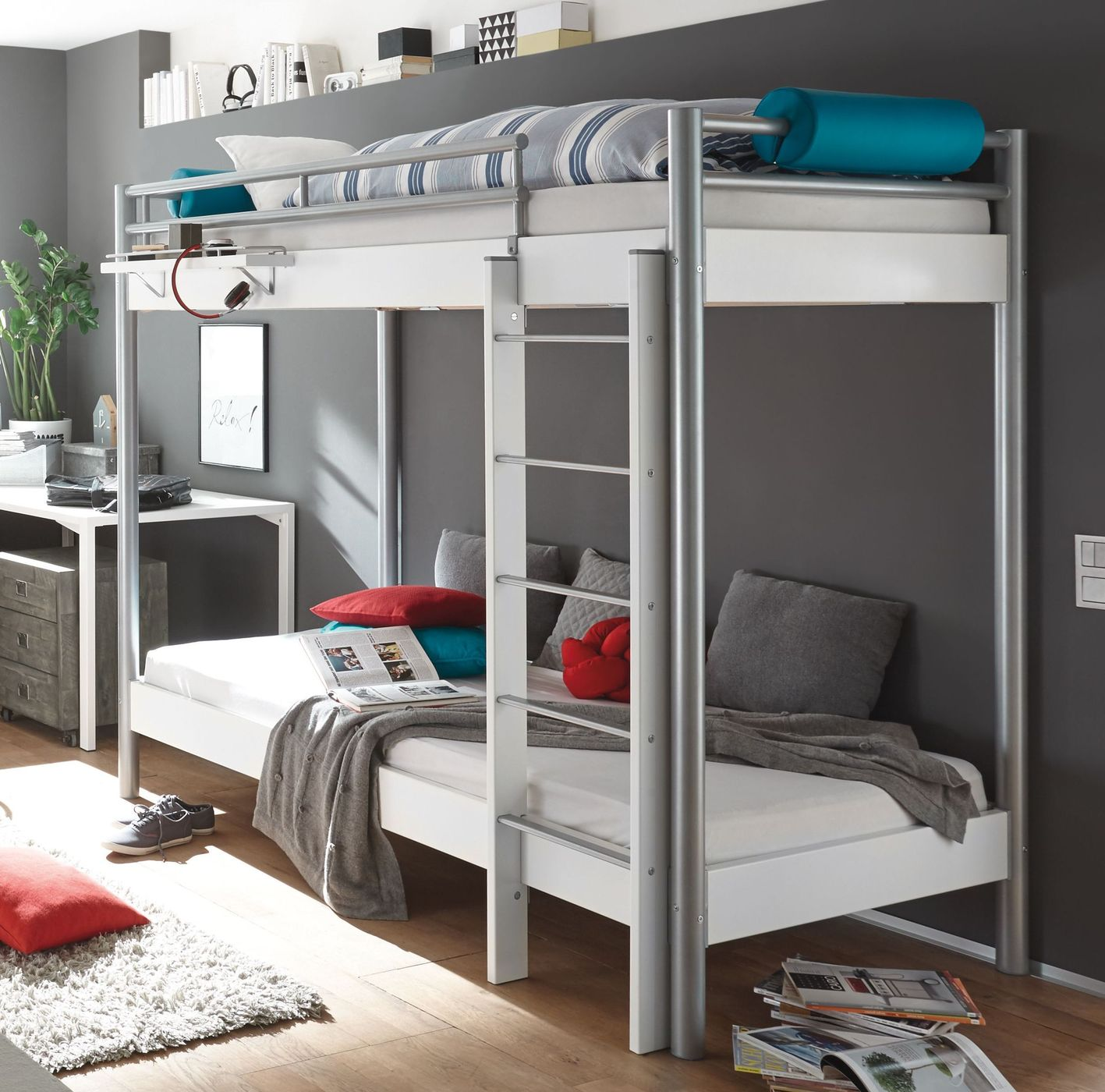 stabiles etagenbett aus metall mit w hlbarem dekor jan. Black Bedroom Furniture Sets. Home Design Ideas