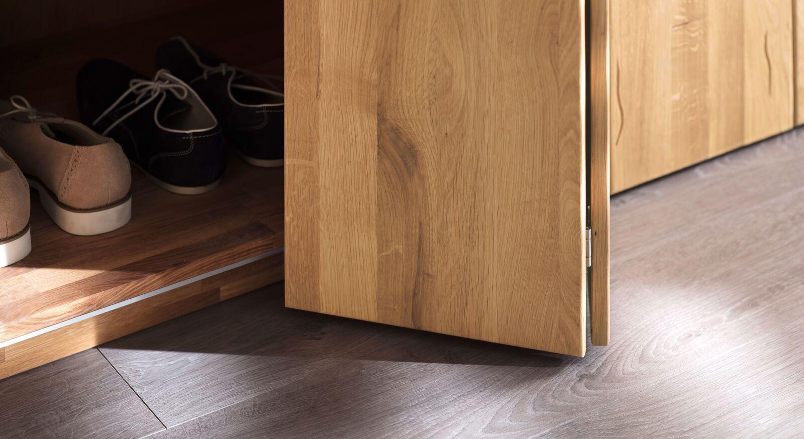 Falttüren-Kleiderschrank Lisana aus hochwertigem Wildeichenholz