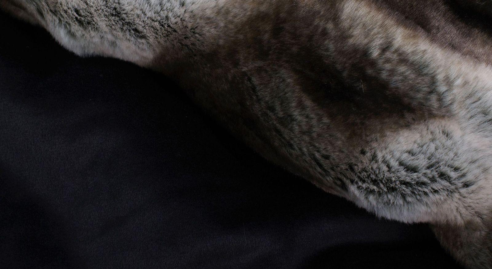 Felldecke Luxusleben mit unifarbener Kehrseite in Schwarz