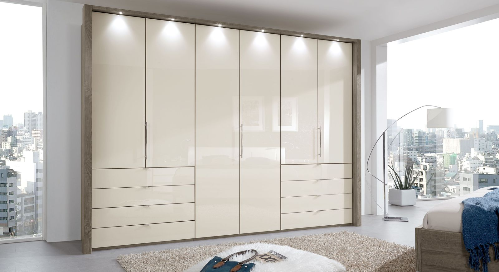 kleiderschrank in tr ffeleiche mit faltt ren schubladen. Black Bedroom Furniture Sets. Home Design Ideas