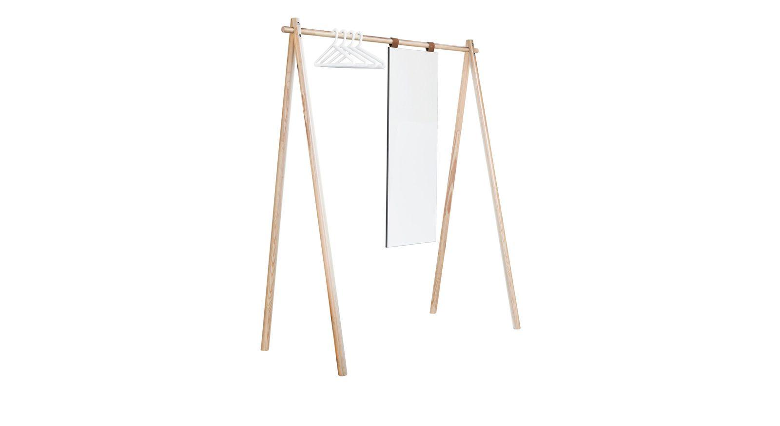 Naturfarbene Garderobe Toffia mit Spiegel und weißen Bügeln