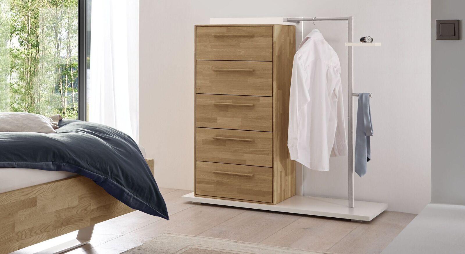 Garderoben-Kommode Weronco als Herrendiener im Schlafzimmer