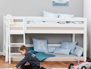 kinderbetten mit seitenschutz und rausfallschutz. Black Bedroom Furniture Sets. Home Design Ideas
