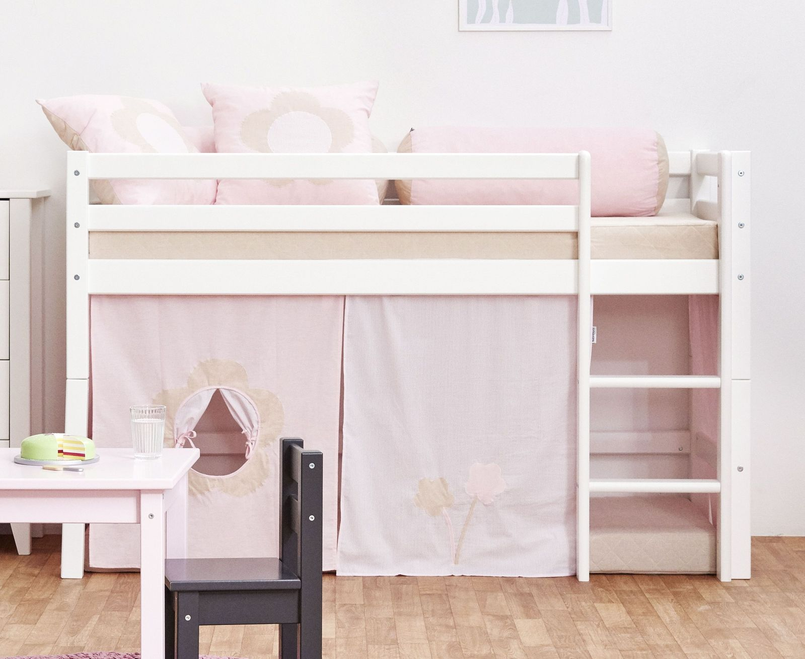 prinzessin bett prinzessin bett kinderbett hngeleuchte wandbild luna homestaging with. Black Bedroom Furniture Sets. Home Design Ideas