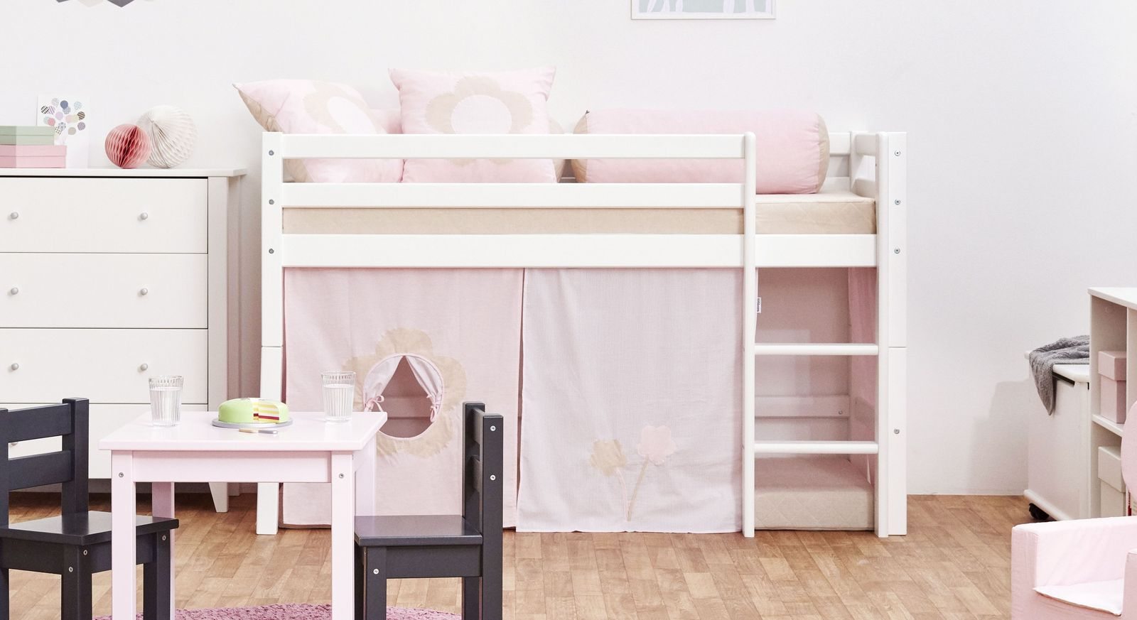 halbhohes bett aus massiver kiefer in zwei gr en prinzessin. Black Bedroom Furniture Sets. Home Design Ideas