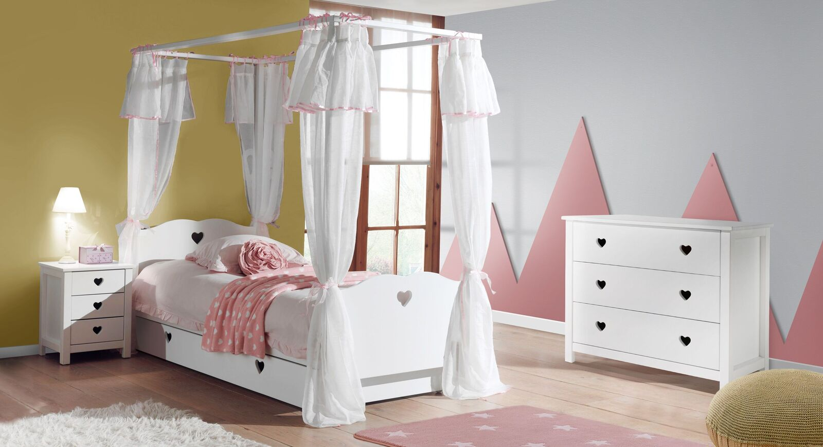 Himmelbett Asami mit passenden Kinderzimmer-Möbeln