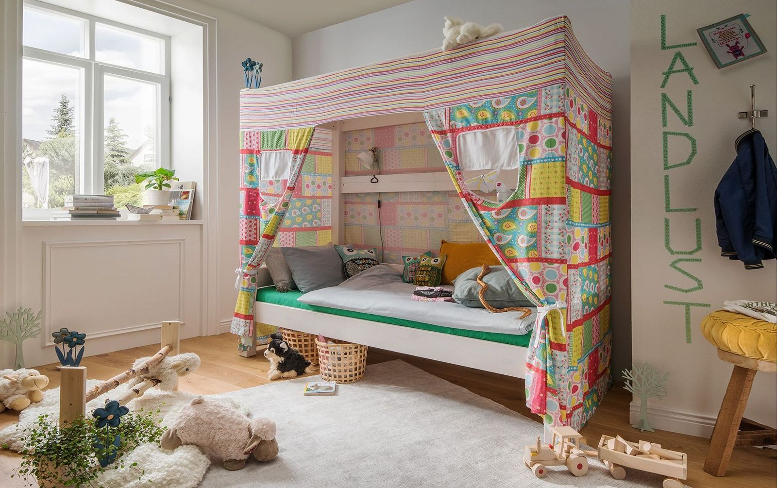 Himmelbett Kids Dreams aus massiver Kiefer