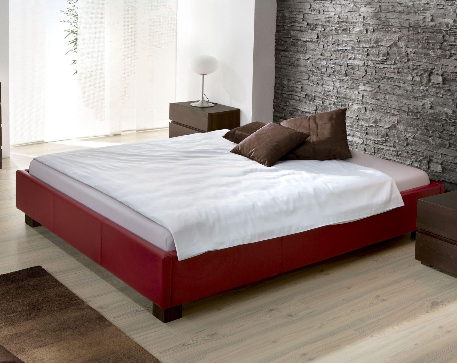 designer polsterliege mit f en aus massiver buche amore. Black Bedroom Furniture Sets. Home Design Ideas