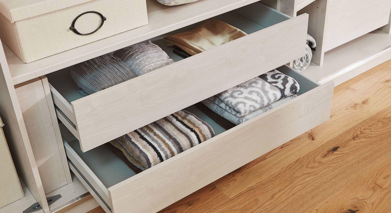 Schubladen-Einsätze als Innenausstattung für Kleiderschränke