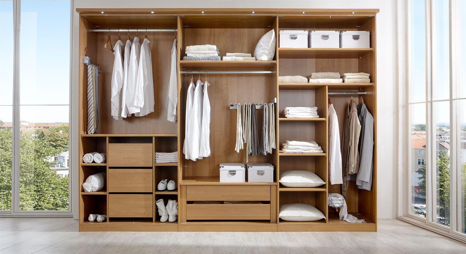 Praktische Innenausstattung für Kleiderschränke