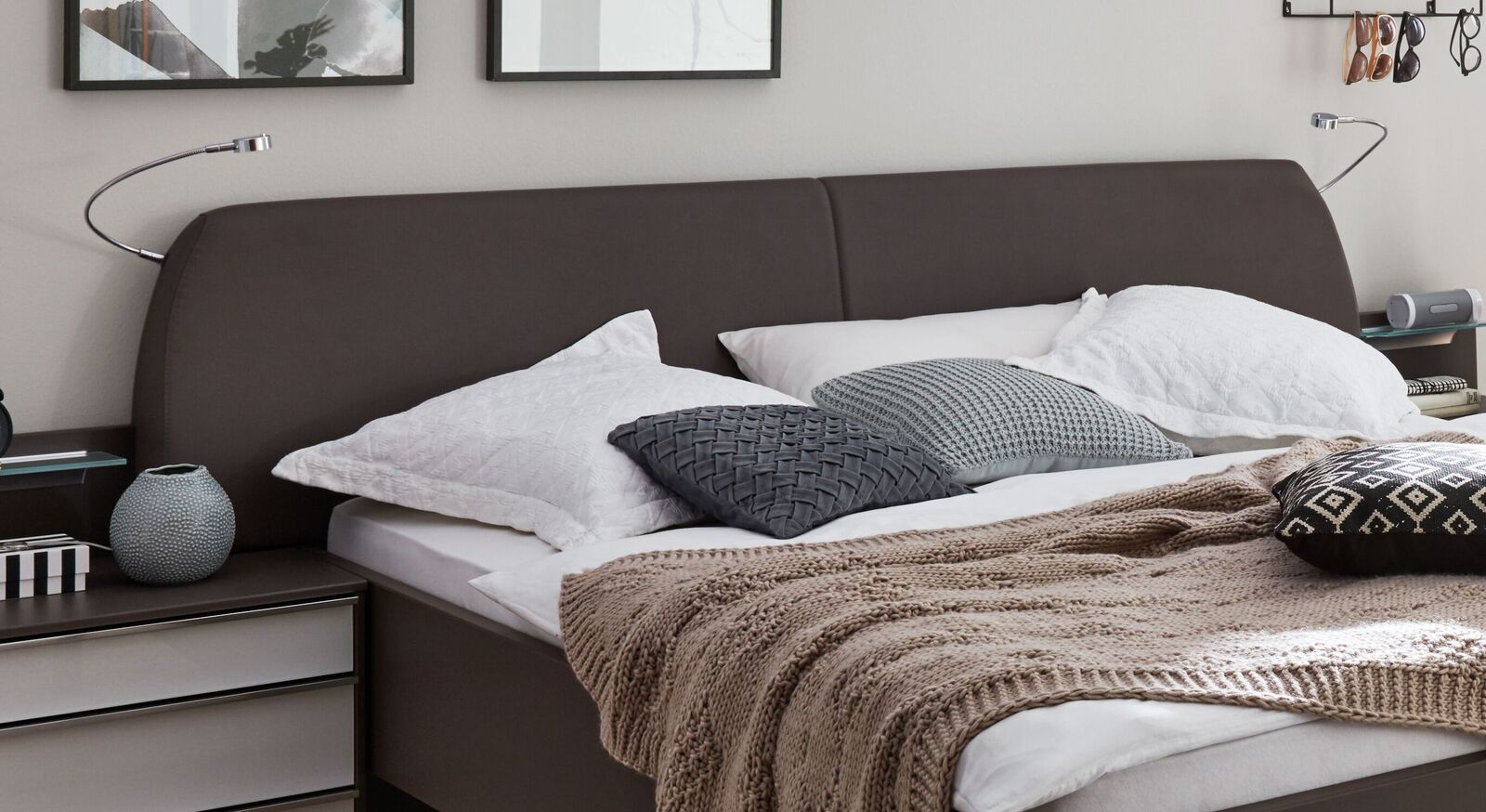 INTERLIVING Bett 1006 mit bequemem Kunstleder-Kopfteil