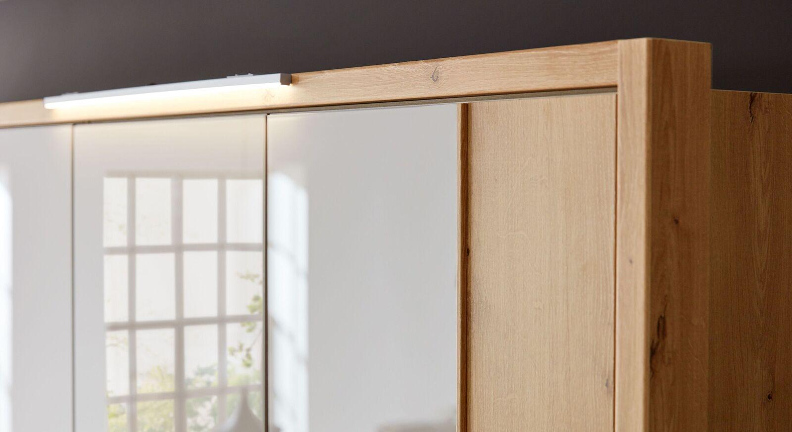 Moderner INTERLIVING Drehtüren-Kleiderschrank 1017 mit Passepartoutrahmen
