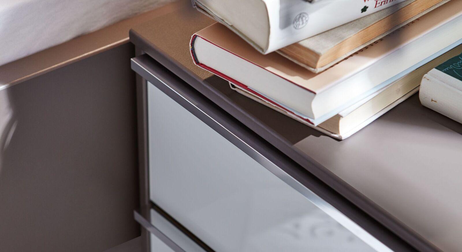 INTERLIVING Nachttisch 1006 mit eleganter Glasfront
