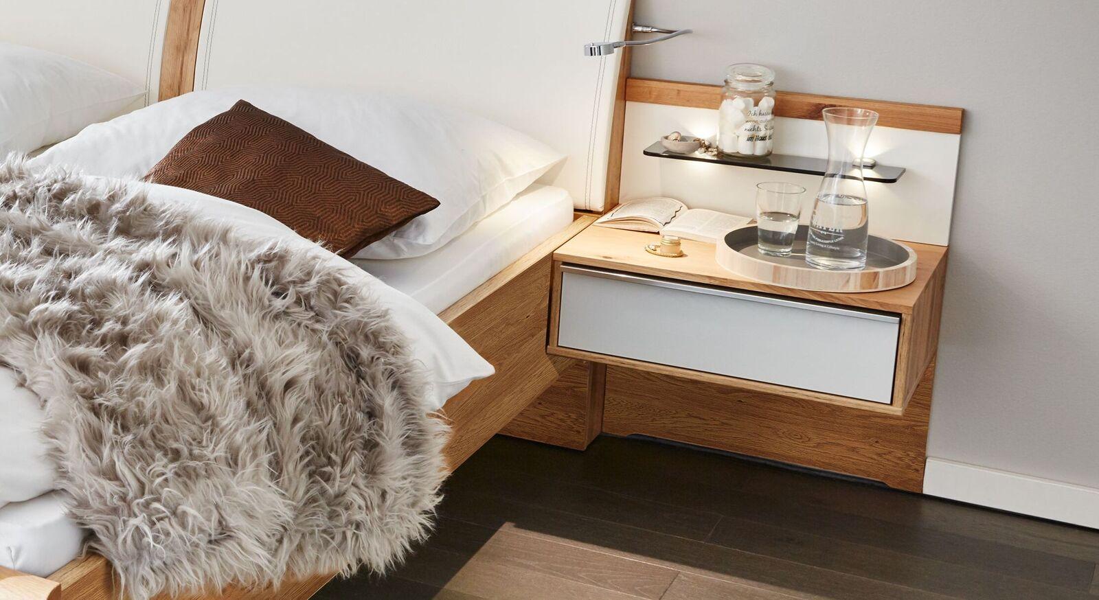 Trendiger INTERLIVING Schwebe-Nachttisch 1202 aus Balkeneiche