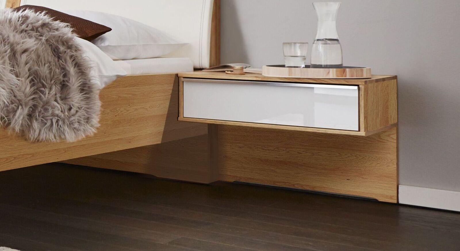 INTERLIVING Schwebe-Nachttisch 1202 mit weißer Schubladenfront