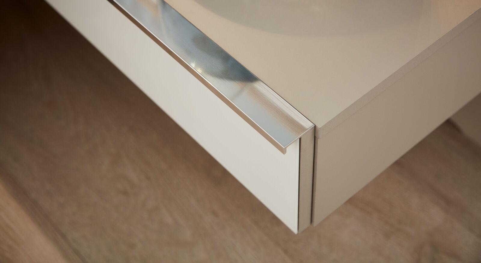 INTERLIVING Schwebenachttisch 1009 mit verchromten Griff sorgfältig verarbeitet