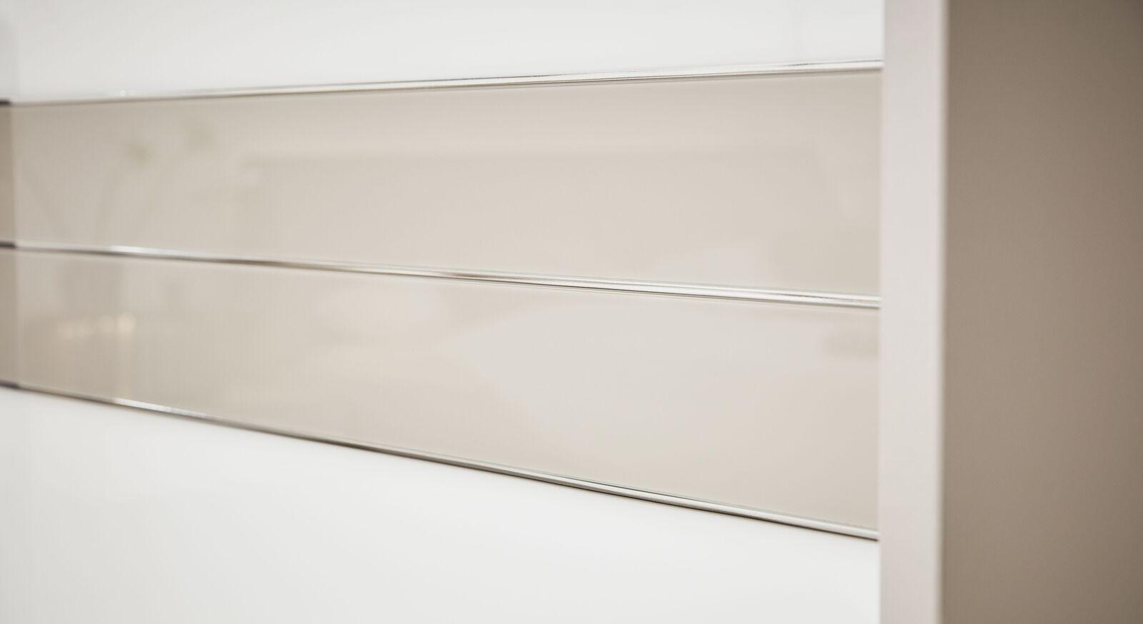 INTERLIVING Schwebetüren-Kleiderschrank 1009 mit eleganten Zierleisten