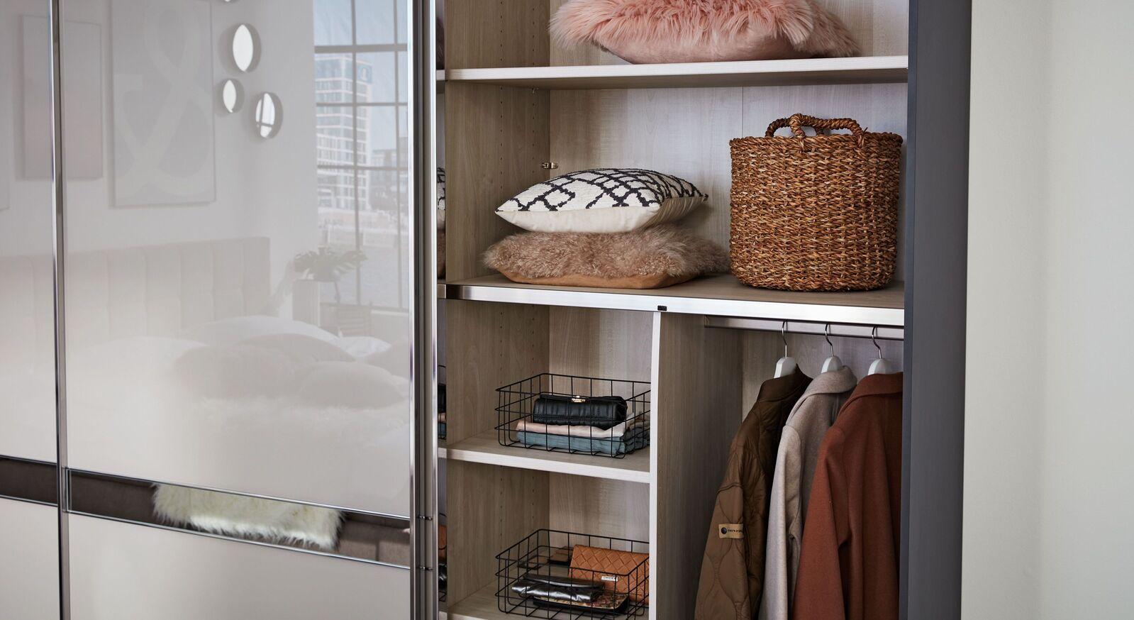INTERLIVING Schwebetüren-Kleiderschrank 1206 mit praktischen Einlegeböden