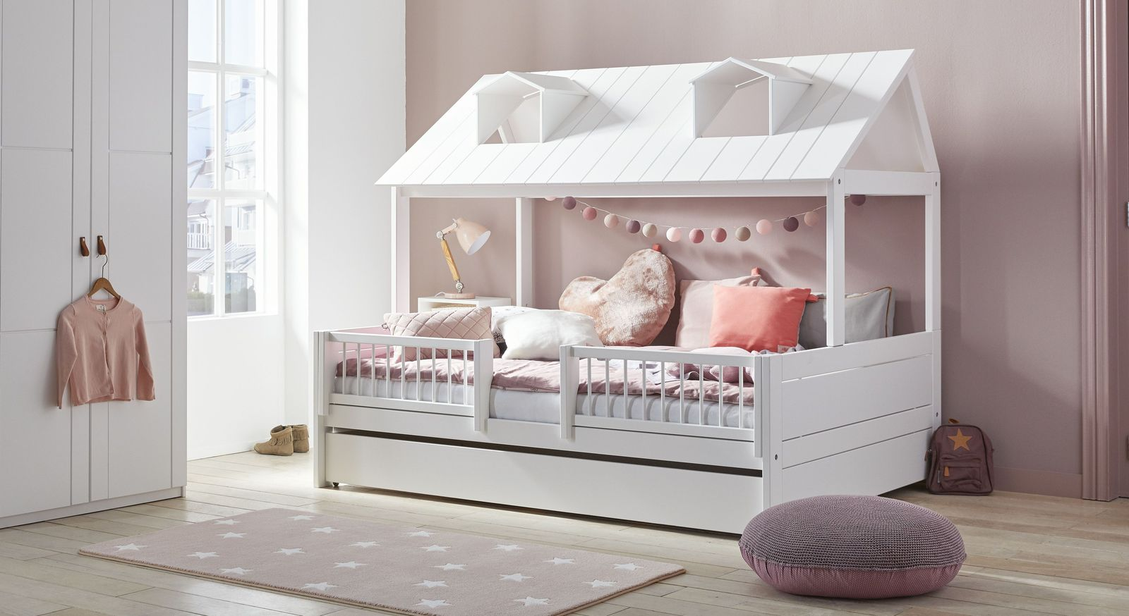 Modernes Kinderbett Ferienhaus von LIFETIME in Weiß
